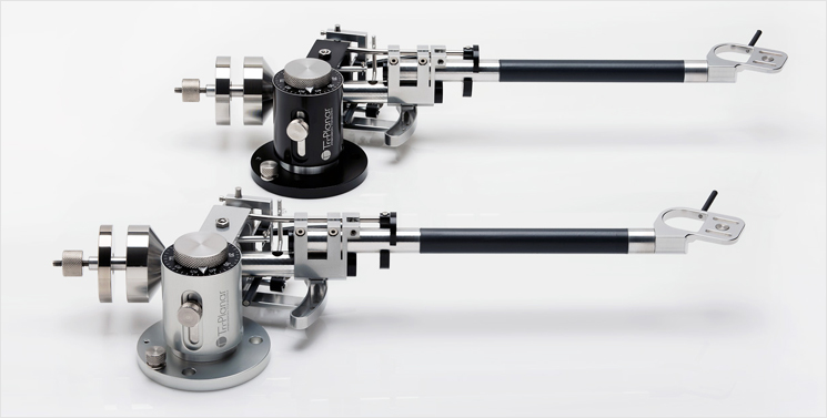 Tonearm in black and silver